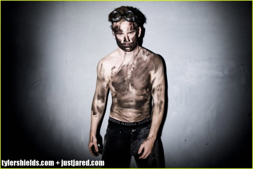 allan-hyde-shirtless-godric-true-blood-02